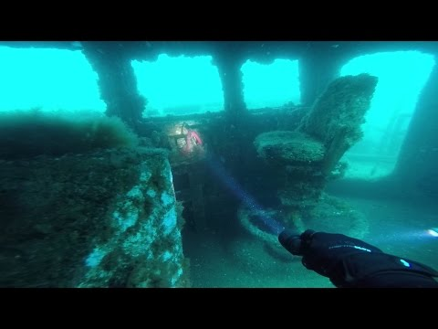 Wreck Dive at HMAS Adelaide