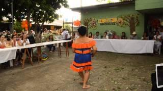 Abuela bailando el serrucho