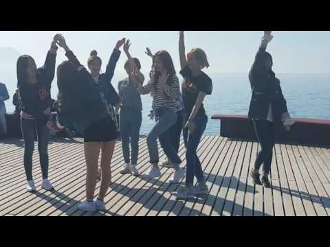 [LIVE] 170414 TWICE Performing 'Knock Knock' in Montreux, Switzerland