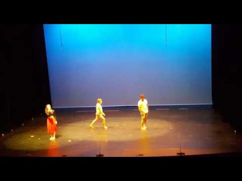 Festival Fi de curs NOU DANSA, juny 2016. Teatre Plaza, Castelldefels.