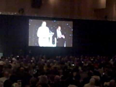 Muhammad Ali Accpets the MLB Beacon Award