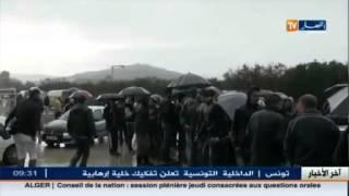 الأخبار المحلية  في سكيكدة طلبة جامعيون و سكان بلدية عين الحدائق يحتجون