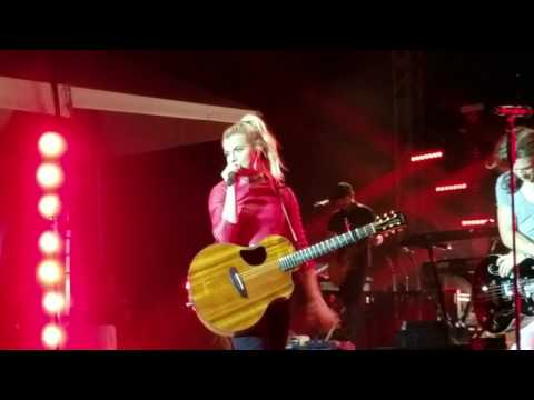 20 THE BAND PERRY  FAT BOTTOM GIRLS   CONCERT  ADDISON, TX  TASTE ADDISON  MAY 2016