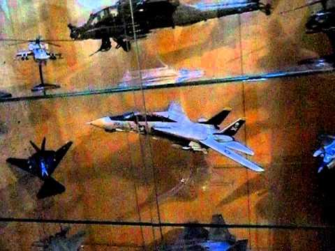 Vitrina para maquetas de aviacion - YouTube