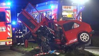 [TÖDLICHER VERKEHRSUNFALL] -| Schwerer Verkehrsunfall in Düsseldorf - PKW zerschellte an Baum |-