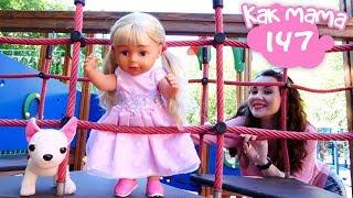 Беби бон Эмили на детской площадке - Как мама - Видео для девочек