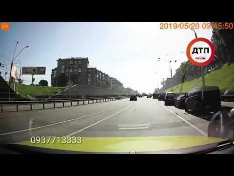 Дтп в Киеве на проспекте победы: Берестейка: с моста вниз на граждан упало колесо, повредив два авто