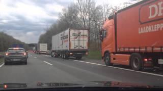 Almanya'da Otobanda Kaza Olunca Ne Yapılır? İnsanlığa Ders Veriyorlar.