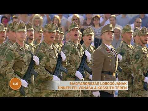 Magyarország lobogójának ünnepi felvonása a Kossuth téren