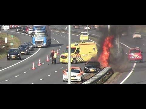 Auto in brand na aanrijding A50 Wolfheze