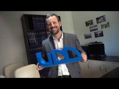 Francisco Bañados, alumni periodismo UDD