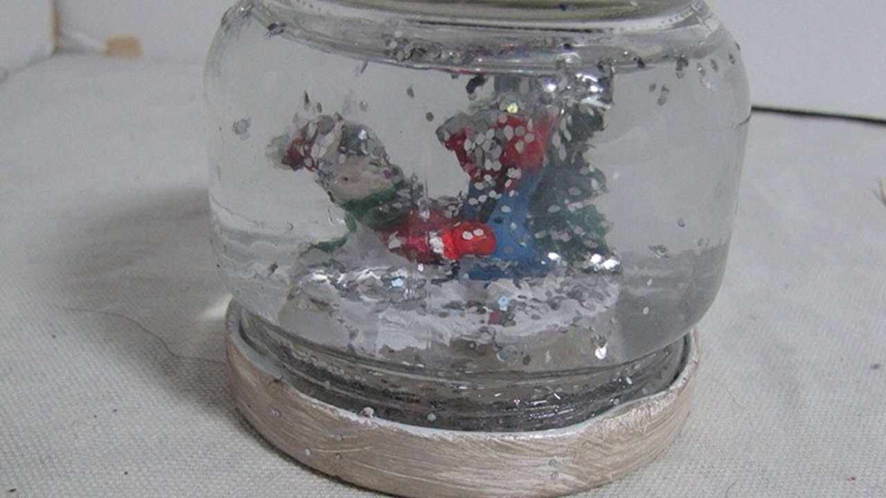 Realizza una palla di neve natalizia fai da te fai da te for Creazioni casa fai da te