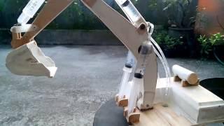 excavator mainan, cara mengisi air kedalam sistem