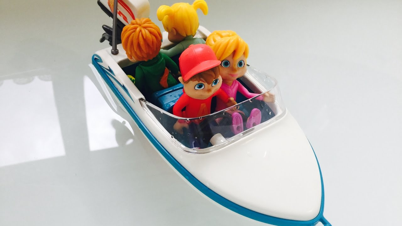MOTORIZED TOY BOAT Alvin and the Chipmunks Bathtub Swimming! - YouTube