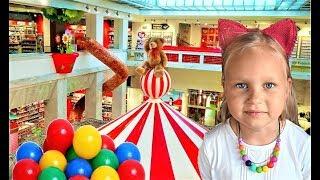 Алиса пришла в КЛАССНЫЙ  Магазин с Игрушками для детей или Glitza toy for kids