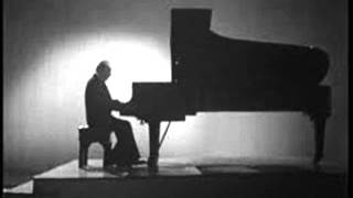 Benno Moiseiwitsch plays Schumann Romance in F sharp Op. 28 No. 2