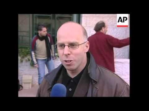 Israeli cabinet meeting, EU observers to go to Gaza