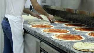 Italian pizza behind the scene. Как делают пиццу в Италии.