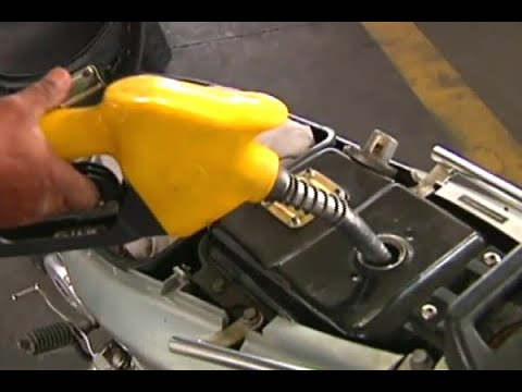 Busca por combustível ainda gera filas e estressa o consumidor   SBT Brasil (31/05/18)