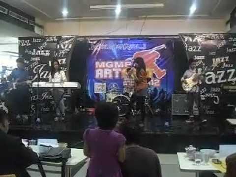 Hero Van Java-Everybody Knew(citra Cover) @MGMP FEST 2012.AVI