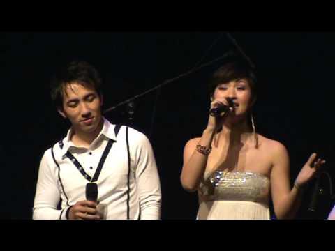 Nguyễn Hồng Nhung và Quốc Khanh với bài hát Vần Trăng Tình Yêu.