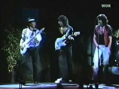 Gillan, Glover and Blackmore Dancing.: Ian Gillan, Roger Glover y Ritchie Blackmore bailando en 1985 concierto de Paris. Deep Purple dancing!