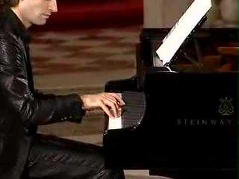 David Greilsammer plays Ligeti