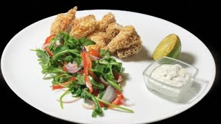 Креветки во фритюре с нежным соусом и легким салатом