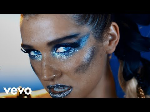 Ke$ha - We R Who We R (Official Music VIdeo)