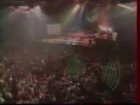 Joy Salinas - Bip Bip (live dance machine)