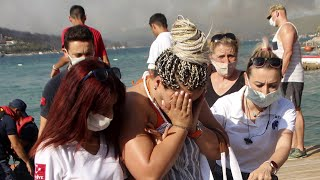 video: Watch: Turkey wildfires force 1,000 tourists and locals to flee by boat