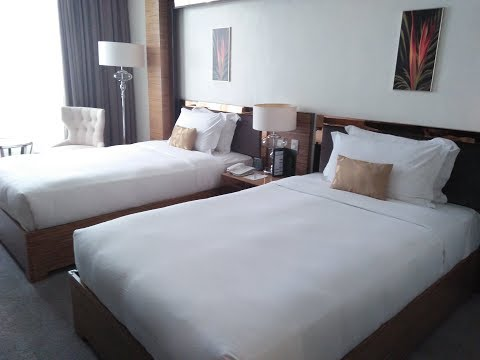 How To Make Your Bed Like A Professional Housekeeper ( Bed Making )