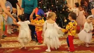 Детский Новогодний утренник Танцы вокруг Ёлки