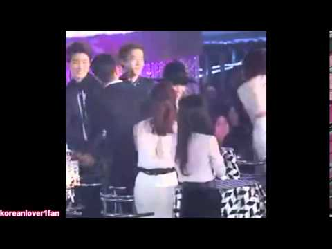 141113 YOSEOB gives EUNJI EMPTY BOTTLES then SHE gives them to SEUNGYOON LOL!