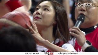 Actress Seo Jihye throws first ball | KGC vs Samsung | 20170422 | 2016-17 KBL