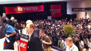 Crowds leaving Larry Ellison's OOW 2010 Welcome Keynote