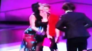 One Direction Kisses Katy Perry