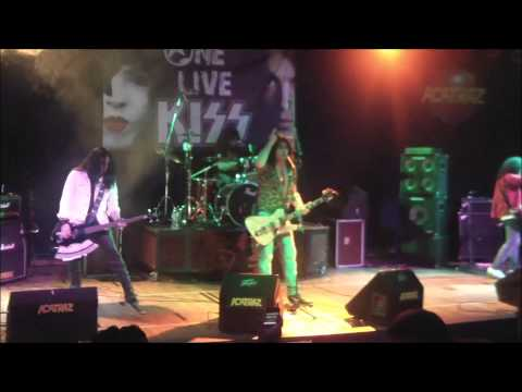 ONE LIVE KISS - Tonight You Belong To Me   12/07/2013