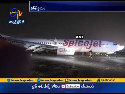 Massive Rains in Mumbai | SpiceJet Aircraft Narrowly Escapes a Massive Accident