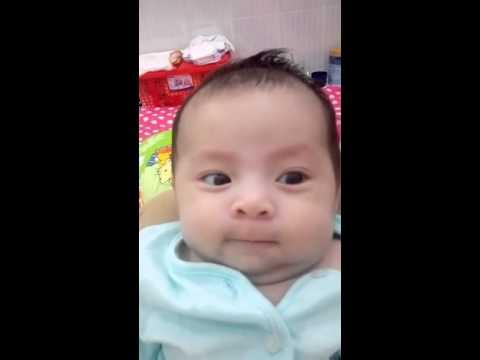 Em bé 2 thang de thuong