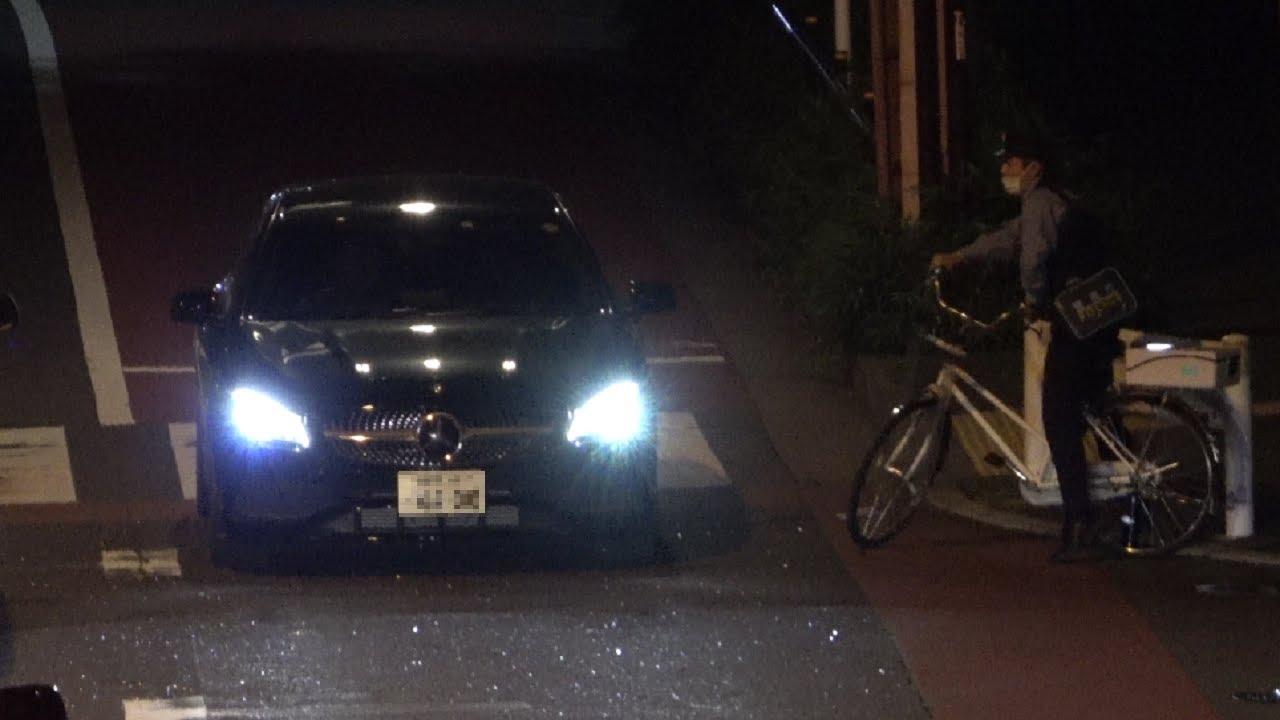光る止まれ標識も感覚がヤバいベンツ運転手には無駄だった…車体が停止線から完全に飛び出し急停止するも目の前で見ていたチャリ松に指定場所一時不停止等違反で検挙される瞬間!