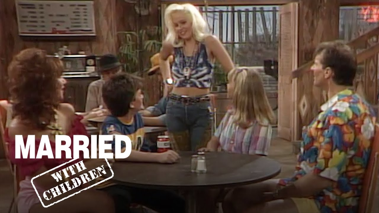 Download The Bundy's Go On Vacation In A Creepy Town! | Married With Children