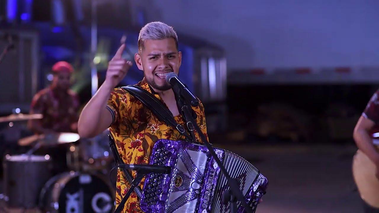 Angel Fabian - Sigo Firme -  (Official Video)