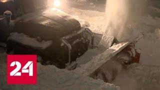 Дороги больше нет: в Крыму десятки авто оказались заложниками снежной стихи - Россия 24