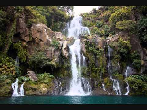Von den Bergen rauscht ein Wasser