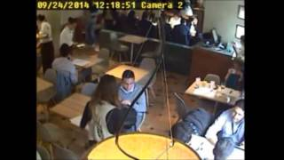 """Así roba la banda """"los maleteros"""" en Crepes & Waffles"""