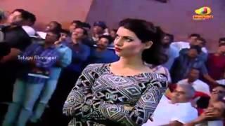 DSP & Ranina Reddy live performance on stage - Yevadu Movie Audio Launch - Ram Charan
