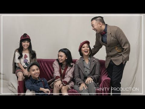 The Baldy's - Dunia Kita Penuh Cinta | Official Video Lirik