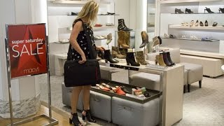 Macy's to Combat Amazon with 'Smart Dressing Rooms'