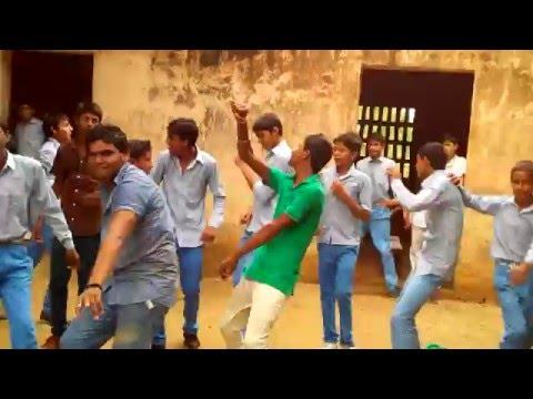 muccha ke marodi mar jab chalu (funny dance by desi boys)